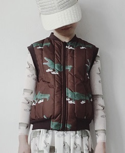 캐롤라인보스만 PRINTED BODY WARMER_C/BROWN